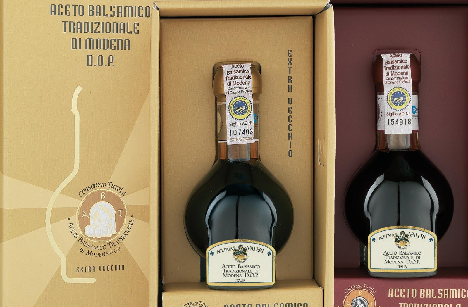 Traditioneller Balsamico-Essig aus Modena geschliffen 12 und 25 Jahre